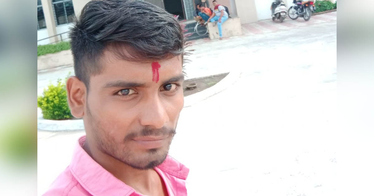 http://www.meranews.com/backend/main_imgs/PSIvinodChauhanRajkot_rajkot-psi-vinod-chauhan-beaten-student-who-came-for-certif_0.jpg?98