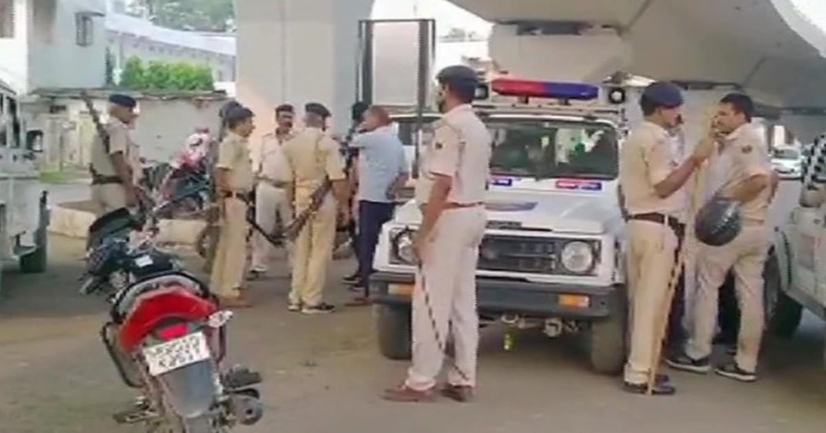 http://www.meranews.com/backend/main_imgs/PatnaFiring_patna-encounter-broke-out-between-police-and-members-of-liquor-mafia-gang_0.jpg?13