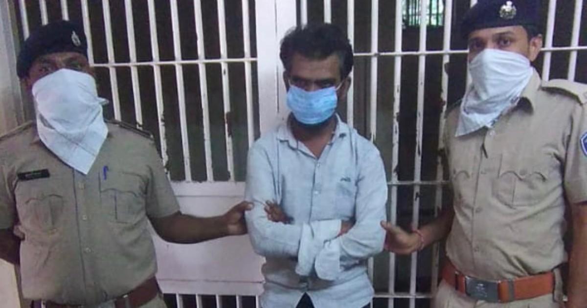 http://www.meranews.com/backend/main_imgs/PocketCopAccused_gandhinagar-kidnapper-malpur-police-crime-pocket-cop-app-gujarat-police_0.jpg?94