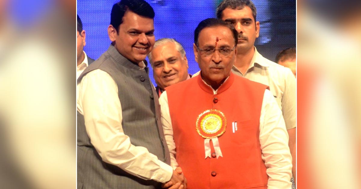 http://www.meranews.com/backend/main_imgs/Politicsrupaniandfadanvis_vijay-rupani-and-other-gujarati-leaders-should-learn-that-fr_0.jpg?51
