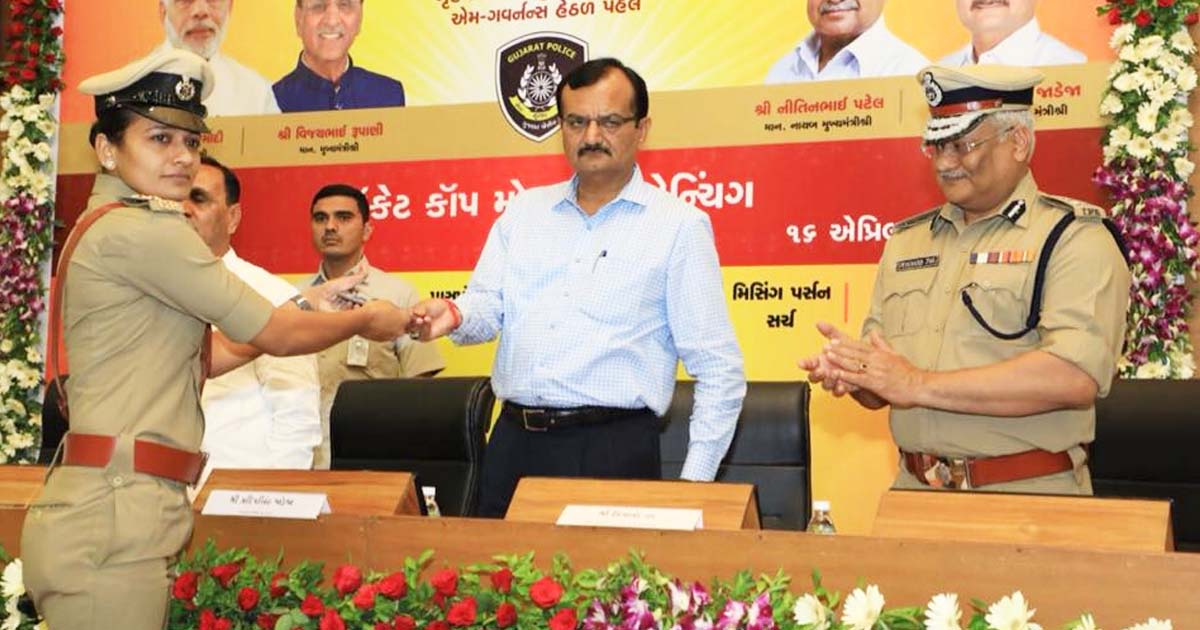 http://www.meranews.com/backend/main_imgs/PradipsinhJadeja_pocket-cop-mobile-launch-by-gujarat-cm-rupani_0.jpg?44