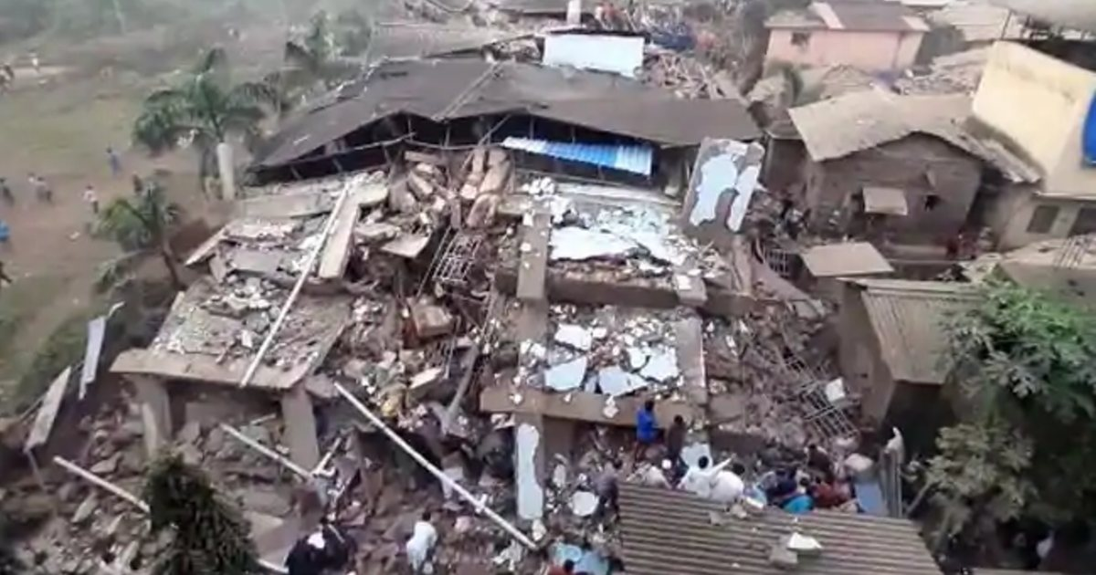 http://www.meranews.com/backend/main_imgs/RaigadhbuildingCollapse_5-storey-building-collapsed-in-mahad-of-raigad-district-in-maharashtra_0.jpg?86
