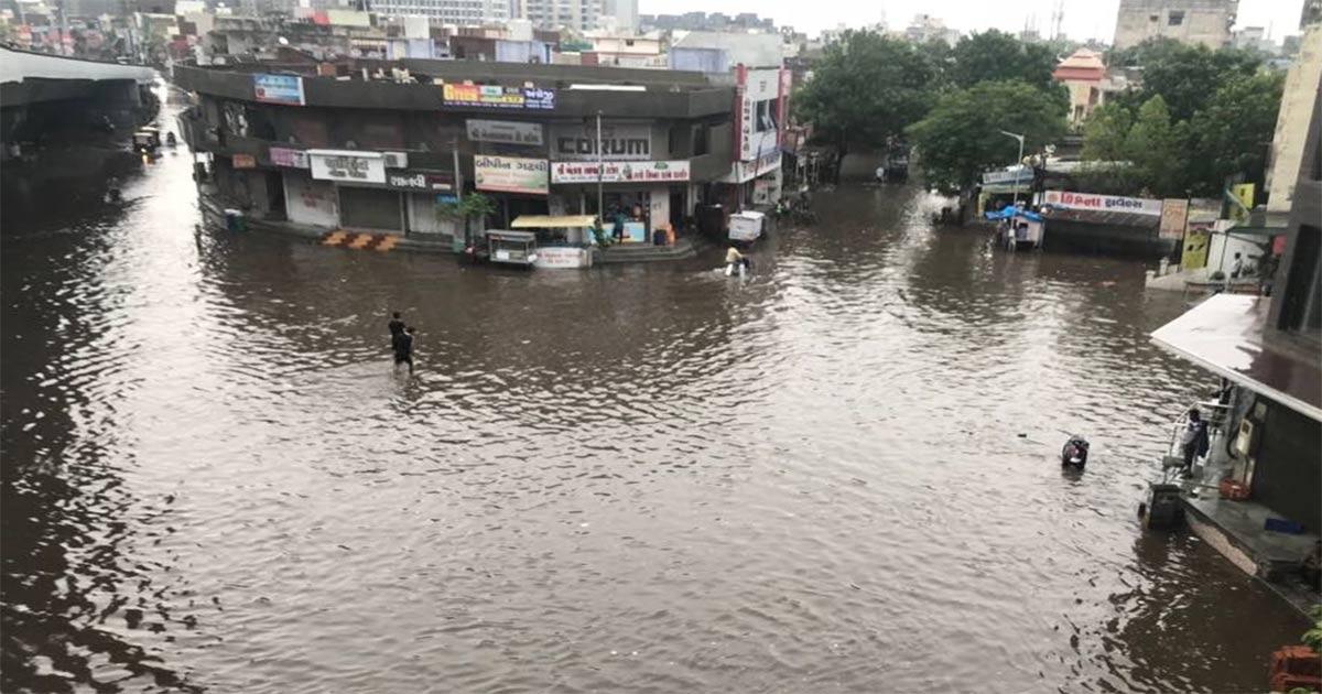 http://www.meranews.com/backend/main_imgs/Rain_rain-gods-bless-gujarat-4-inch-showers-in-two-hours-at-amre_0.jpg?30