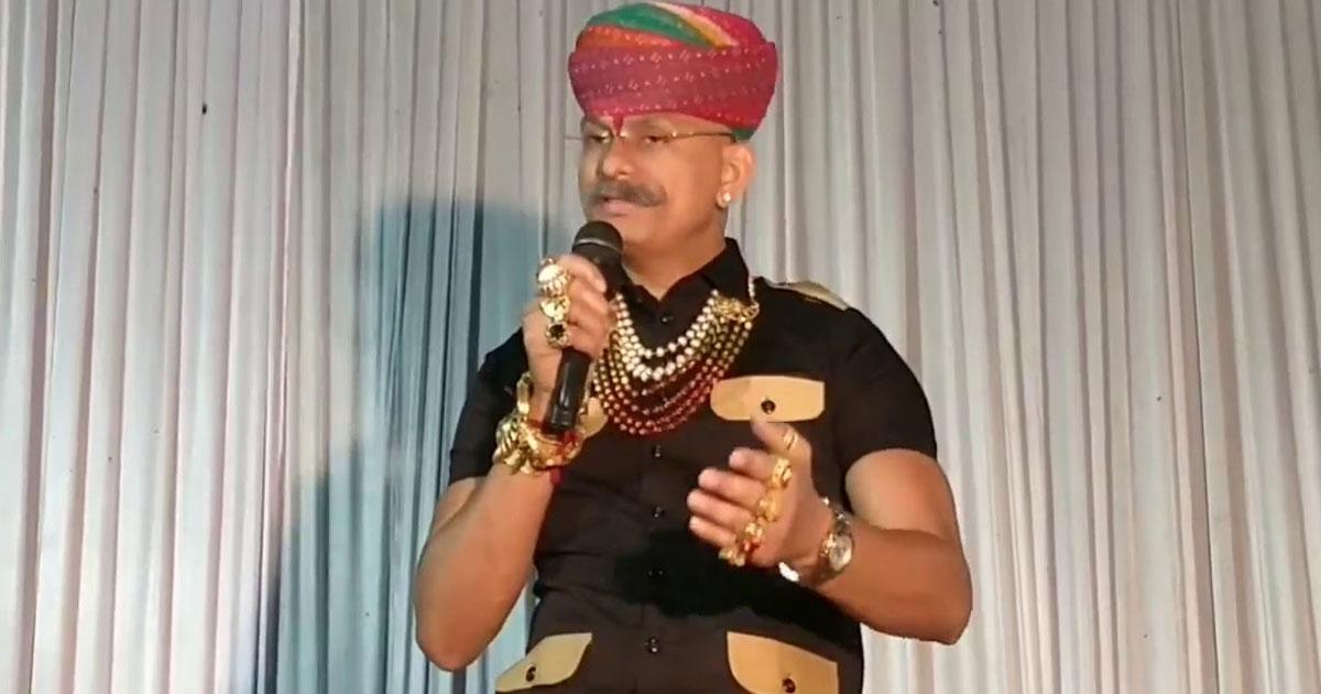 http://www.meranews.com/backend/main_imgs/Raj_karni-sena-gujarat-chief-raj-shekhawat-on-police-remand_0.jpg?90