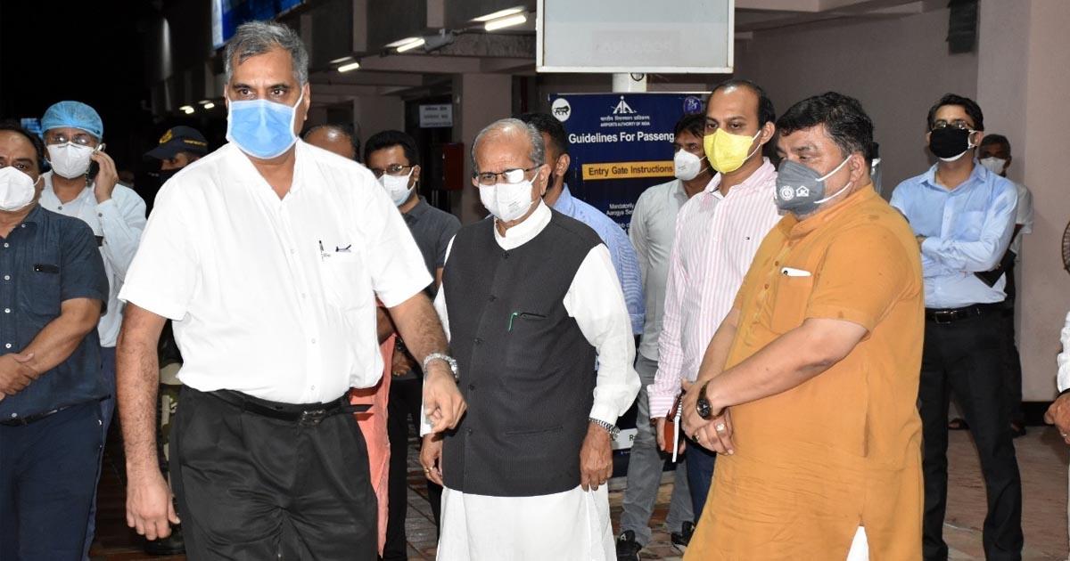 http://www.meranews.com/backend/main_imgs/RajkotAbhayBharadwaj_abhay-bharadwaj-rajkot-mp-mla-gujarat-politics-ahmedabad_0.jpg?82?94?59