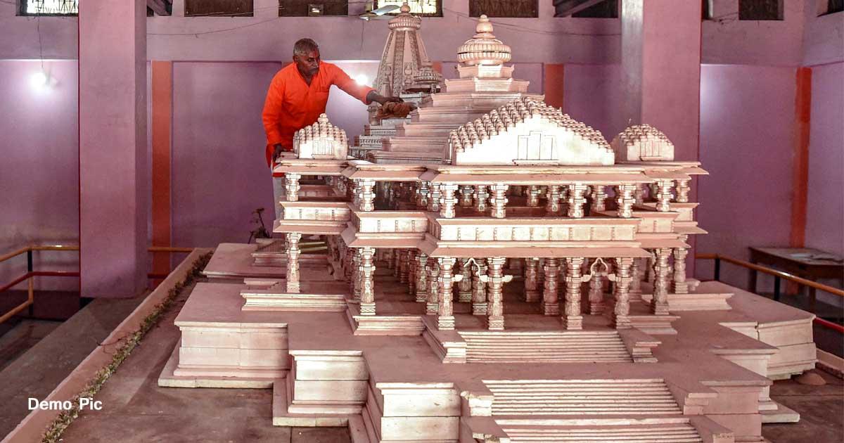 http://www.meranews.com/backend/main_imgs/RammandirAyodhya_ayodhya-ram-janmbhumi-priest-tests-corona-positive-16-poli_0.jpg?76