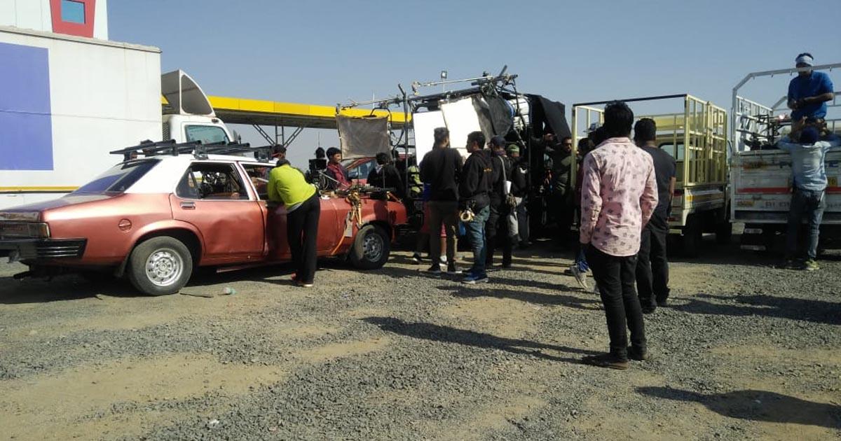 http://www.meranews.com/backend/main_imgs/RanveersinhshootingKutch_kutch-ranveersinhs-movie-shooting-4-km-traffic-jam_1.jpg?17