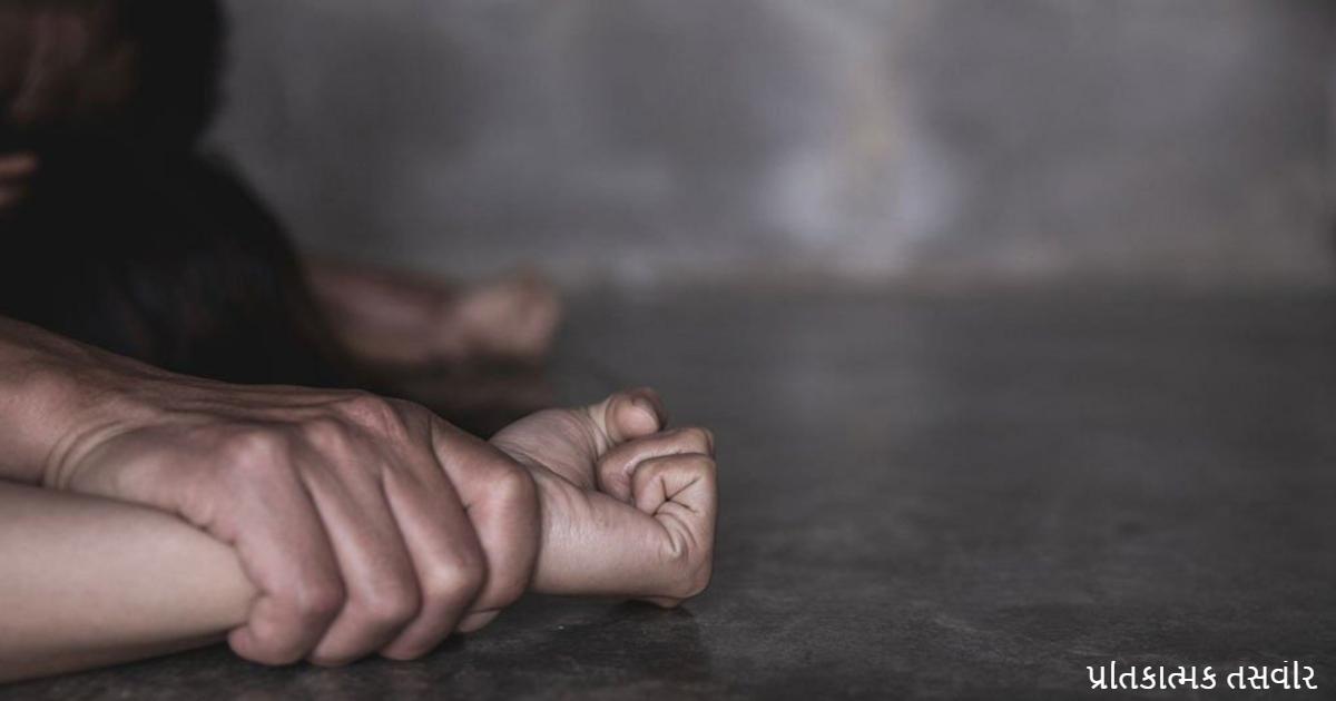 http://www.meranews.com/backend/main_imgs/RapeDemoPic_navsari-tantric-crime-fraud-black-magic-minor-girl-physically-abused-police_0.jpg?40