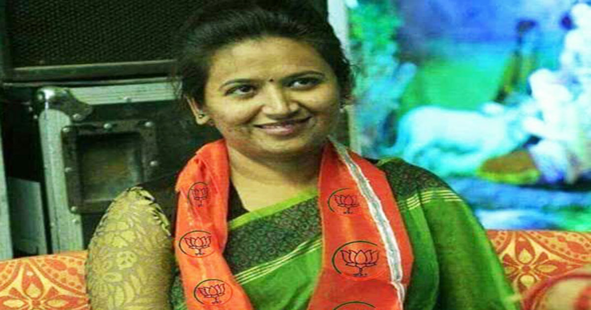 http://www.meranews.com/backend/main_imgs/Reshmapatelbjp_paas-leader-reshma-patel-reacts-on-her-viral-photo_0.jpg?43