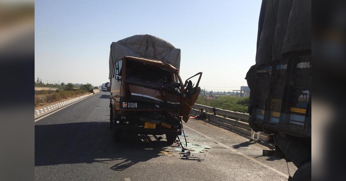 http://www.meranews.com/backend/main_imgs/Roadaccident_accident-between-truck-and-eicher-truck-near-malvan-1-died_0.jpg?71
