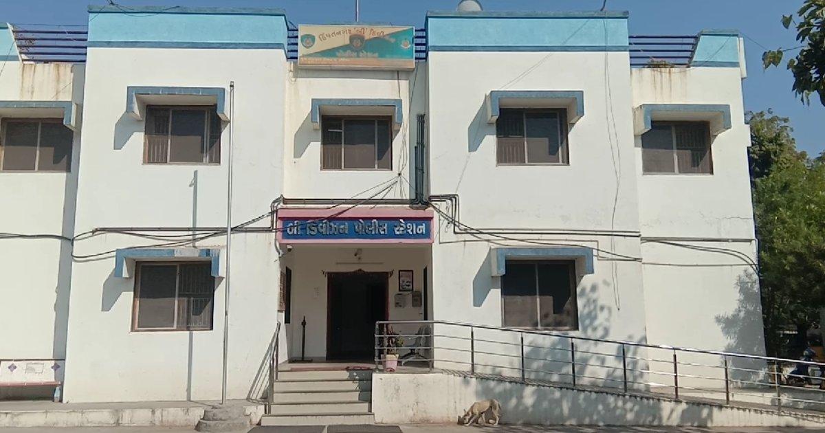 http://www.meranews.com/backend/main_imgs/SabarkanthaPolicecase_sabarkantha-minor-girl-mother-files-case-against-father-gujarat-police_0.jpg?45