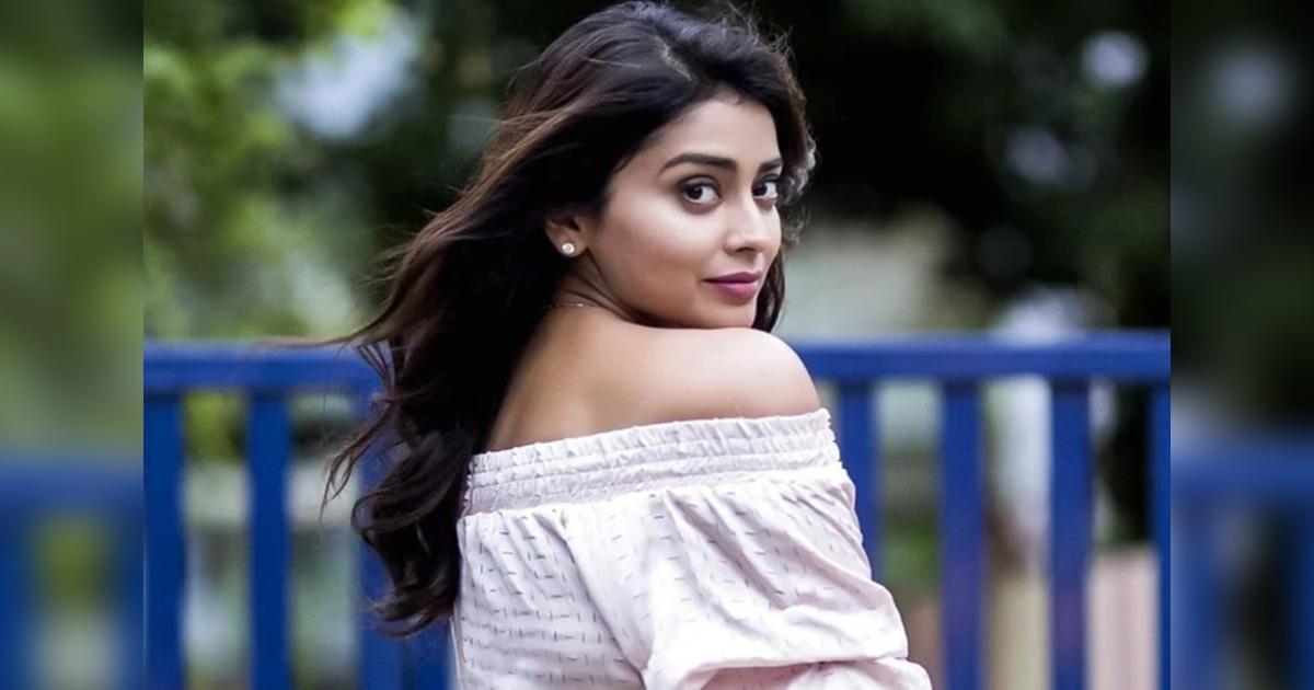 http://www.meranews.com/backend/main_imgs/ShriyaSharanMain_shriya-saran-birthday-special-new-unknown-facts-about-her_4.jpg?16