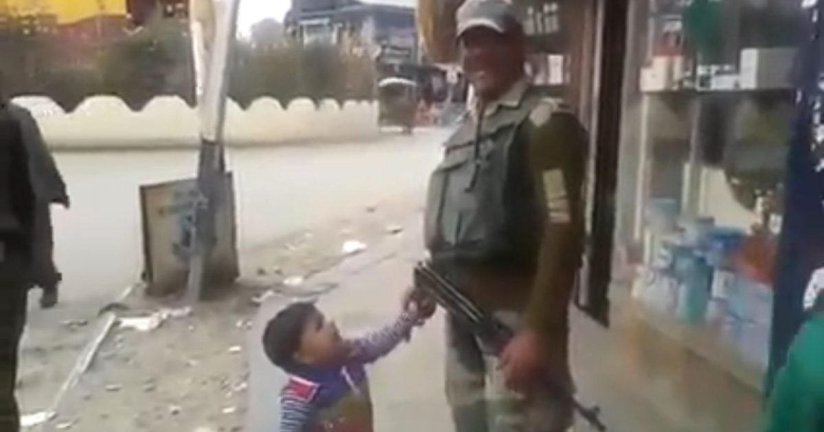 http://www.meranews.com/backend/main_imgs/Soldierchild_gun-was-soldier-crying-child-reached-near-and-said-want-gun-see-video_0.jpg?46