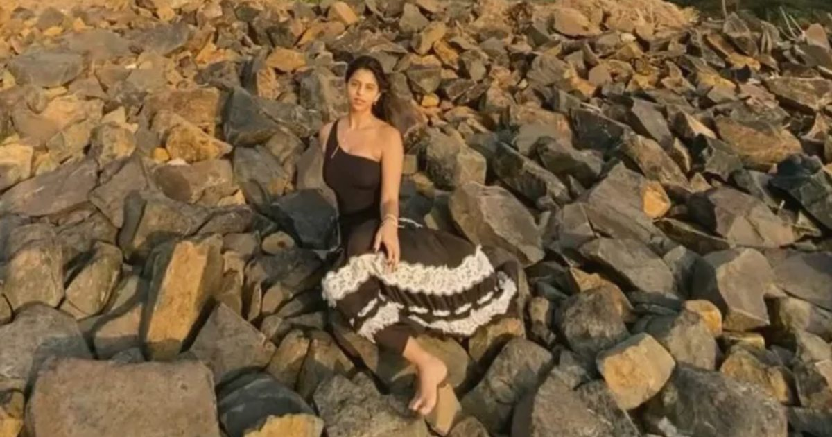 http://www.meranews.com/backend/main_imgs/SuhanaKhan_suhana-khan-started-posing-on-stones-between-the-island-video-viral_0.jpg?86