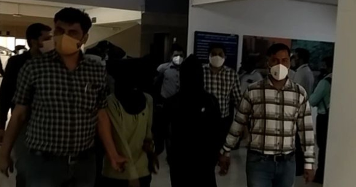 http://www.meranews.com/backend/main_imgs/Suratthiefgang_surat-police-thief-inter-state-gangs-nabbed-in-surat-14-police-station-cases-solved_1.jpg?96