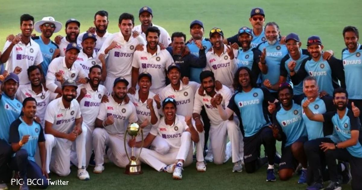 http://www.meranews.com/backend/main_imgs/TeamIndia_aus-vs-ind-4th-test-live-updates-from-the-gabba-brisbane_0.jpg?56