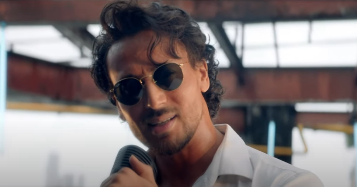 http://www.meranews.com/backend/main_imgs/TigerShroffMain_tiger-shroff-showing-his-singing-ability-with-this-song-puneet-malhotra_1.jpg?95