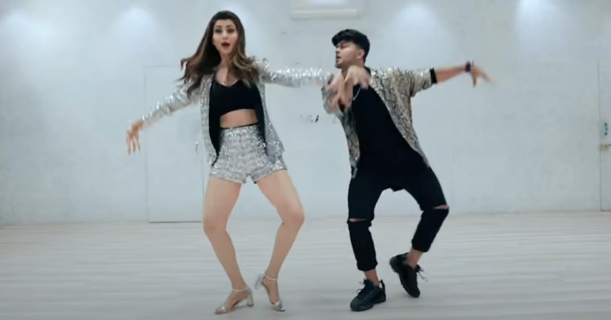 http://www.meranews.com/backend/main_imgs/UrvashiRautelaDance_urvashi-rautela-dance-on-thumka-song-video-viral-on-internet_0.jpg?20