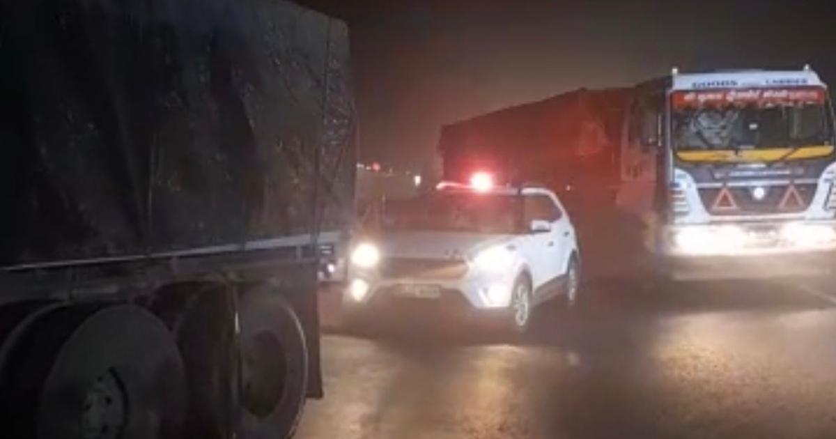 http://www.meranews.com/backend/main_imgs/VIPCulture_aravalli-private-car-vip-culture-red-light-officers-pm-modi-gujarat-police_2.jpg?91