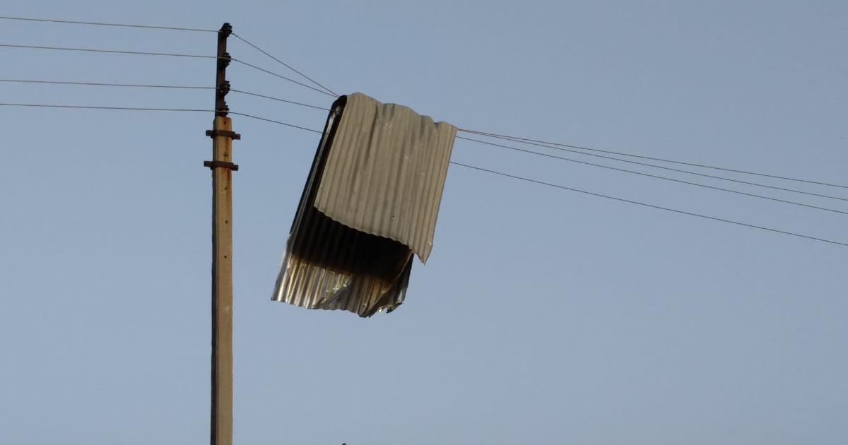 http://www.meranews.com/backend/main_imgs/WINDPOWERBANASKANTHA20194_photos-mini-storm-destroyed-many-assets-of-aravalli-distric_2.jpg?70