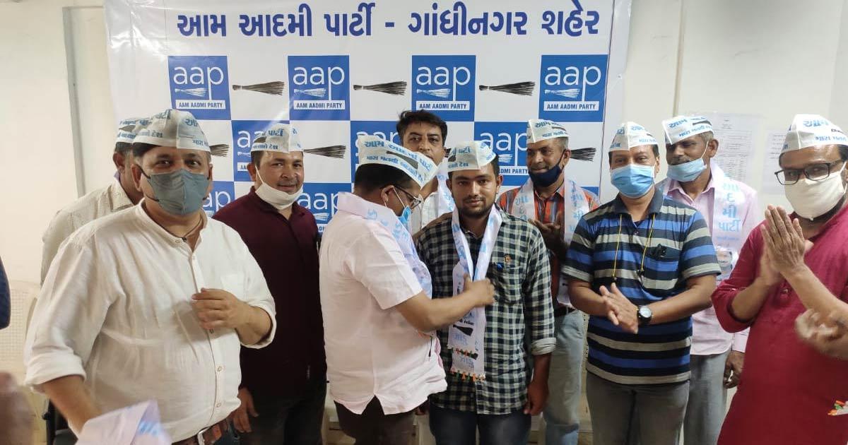 http://www.meranews.com/backend/main_imgs/aap_aap-appeals-to-postpone-gandhinagar-polls_0.jpg?4