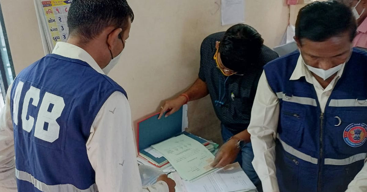 http://www.meranews.com/backend/main_imgs/acb3_in-this-case-of-bribery-in-surat-psychological-profiling-gandhinagar-fsl-surat-acb_1.jpg?68