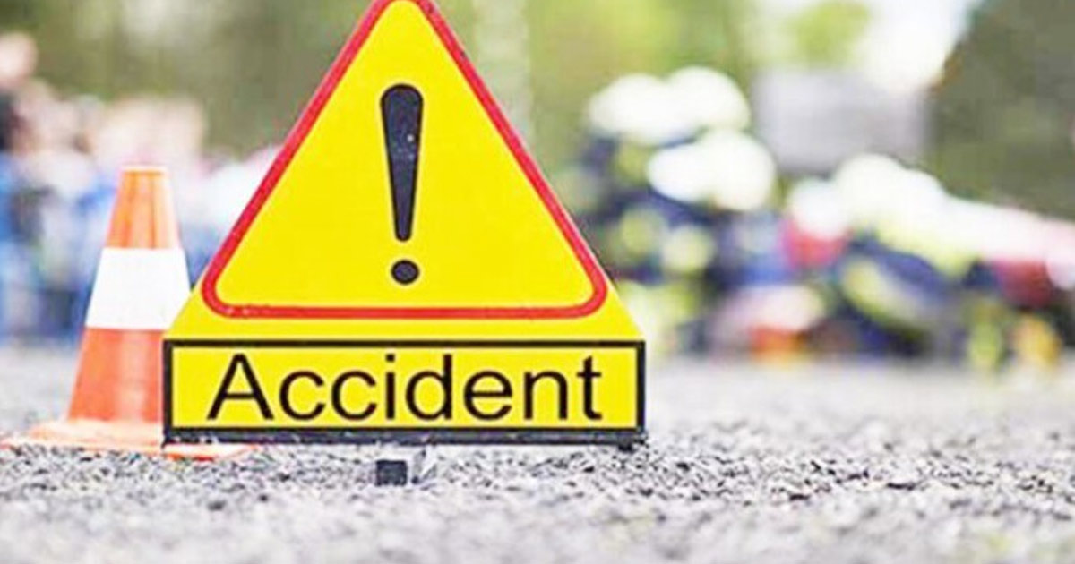 http://www.meranews.com/backend/main_imgs/accident-meranews_road-accident-in-rajasthan-van-collides-head-on-with-trailer_0.jpg?14
