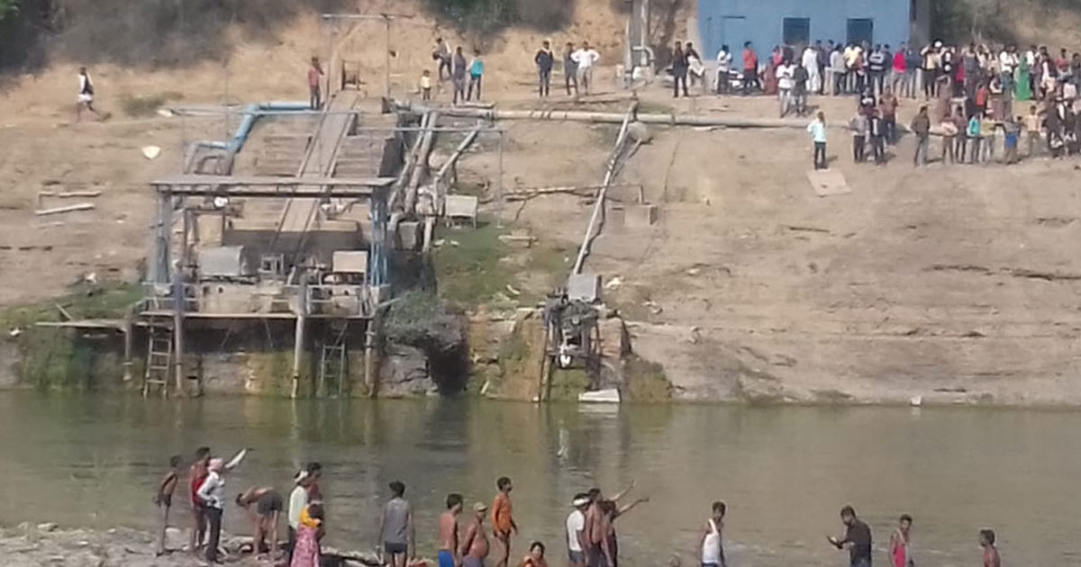 http://www.meranews.com/backend/main_imgs/accident2_jaipur-several-feared-dead-after-a-bus-falls-into-a-river-in-rajasthan_1.jpg?87
