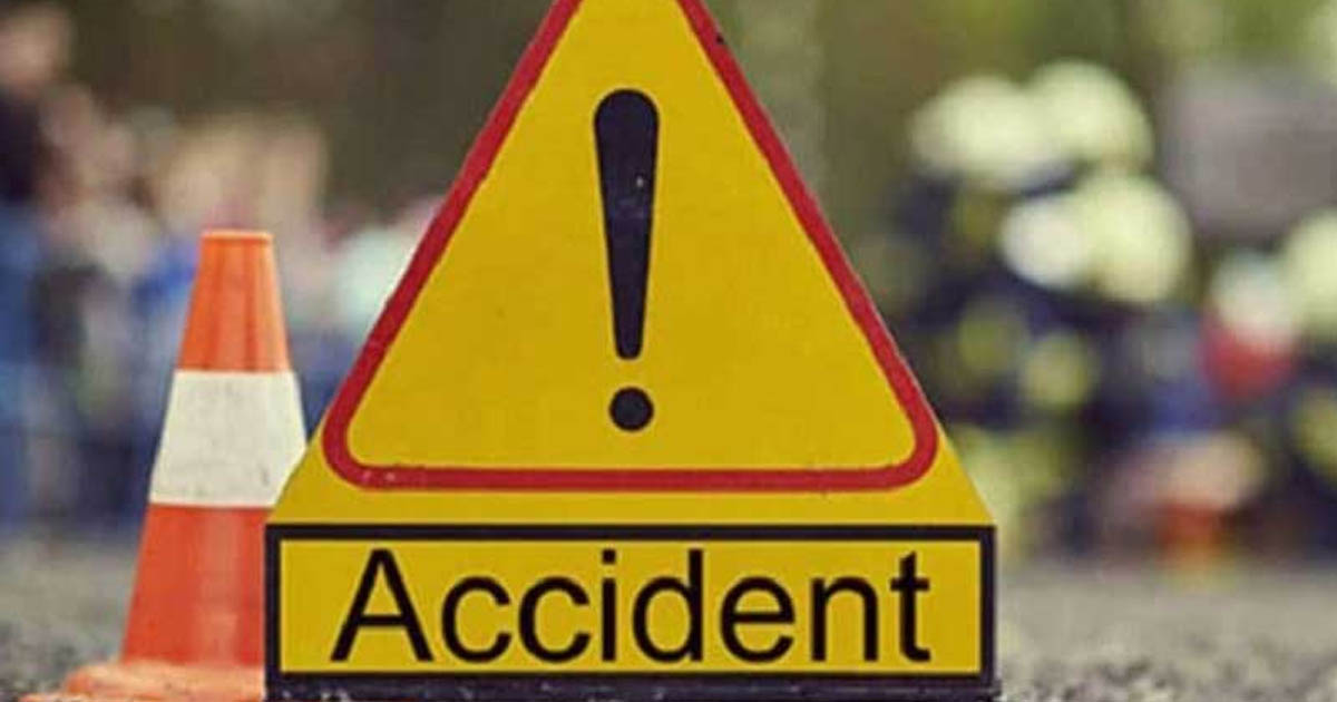 http://www.meranews.com/backend/main_imgs/accident_an-accident-at-bagodara-nephew-of-vijay-rupani-and-his-wife_0.jpg?7