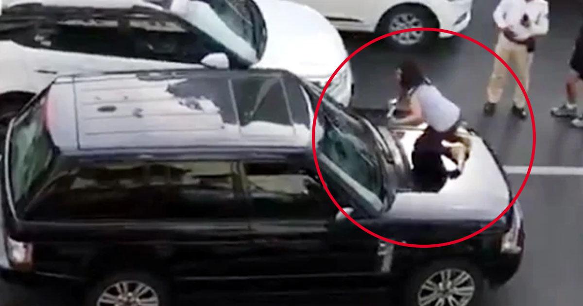 http://www.meranews.com/backend/main_imgs/accident_mumbai-wife-climbs-car-bonnet-husband-wife-dispute-disput_0.jpg?15?51?55