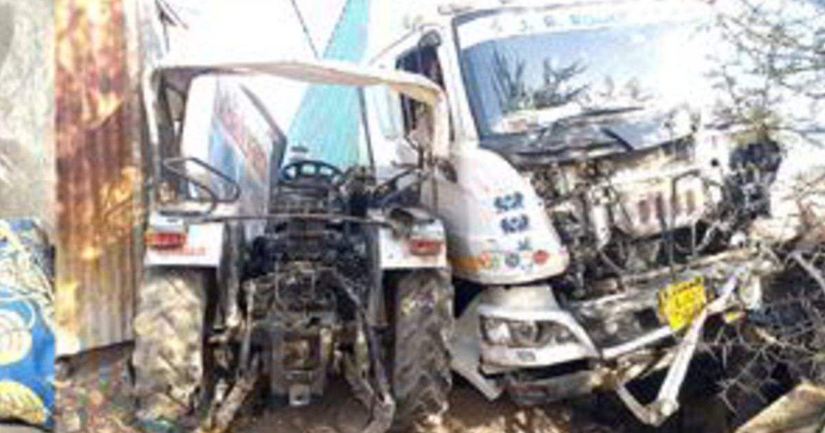 http://www.meranews.com/backend/main_imgs/accidentrajkot1_accident-between-truck-and-tractor-on-gondal-rajkot-highway_1.jpg?49