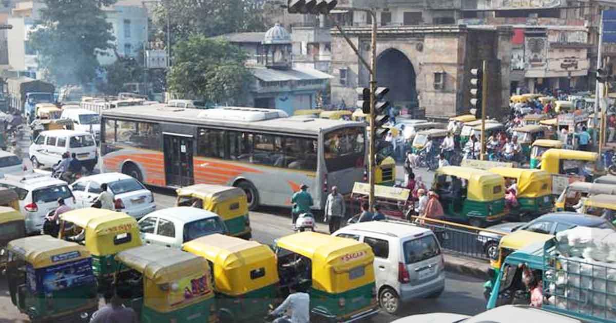 http://www.meranews.com/backend/main_imgs/ahemedabadtraffic_ahmedabad-traffic-police-issued-13-lakh-e-memo_0.jpg?43