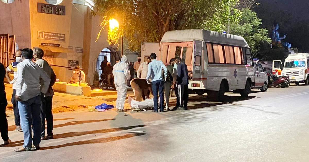 http://www.meranews.com/backend/main_imgs/ahmedabad3_ahmedabad-road-silence-crematorium-at-night-night-curfew_2.jpg?53