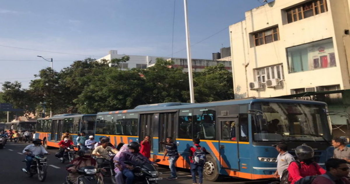 http://www.meranews.com/backend/main_imgs/ahmedabad_accident_4_1200x630_brts-accident-in-ahmedabad-nsui-stops-buses-at-law-garden_0.jpg?91