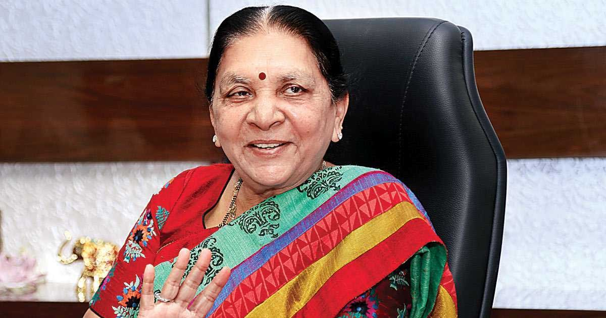 http://www.meranews.com/backend/main_imgs/anandibenPatel_anandiben-patel-governor-of-mp-transferred-as-governor-of-u_0.jpg?59