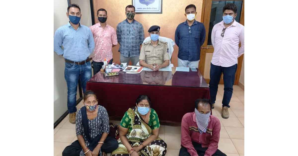 http://www.meranews.com/backend/main_imgs/anandpolice_anand-napad-canal-anand-police-solve-case-sp-ajit-rajyan_0.jpg?99?10