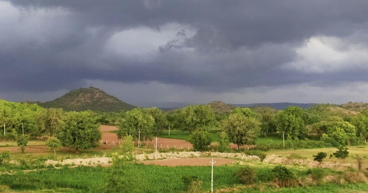 http://www.meranews.com/backend/main_imgs/aravallisabarkantha_aravalli-rain-in-sabarkantha-gujarat-farmers-are-worried_0.jpg?71