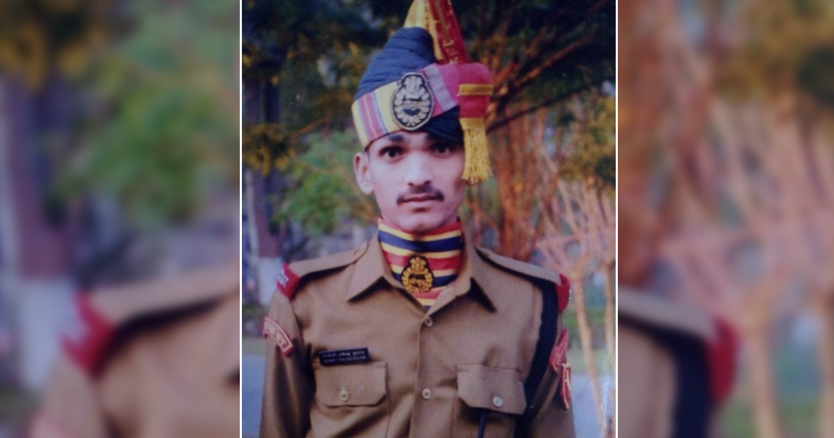 http://www.meranews.com/backend/main_imgs/army1_bsf-jawans-family-asking-for-justice_0.jpg?55?36
