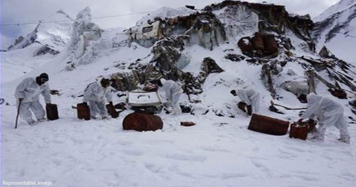 http://www.meranews.com/backend/main_imgs/army_avalanche-kills-4-soldiers-2-civilian-porters-at-siachen_0.jpg?17