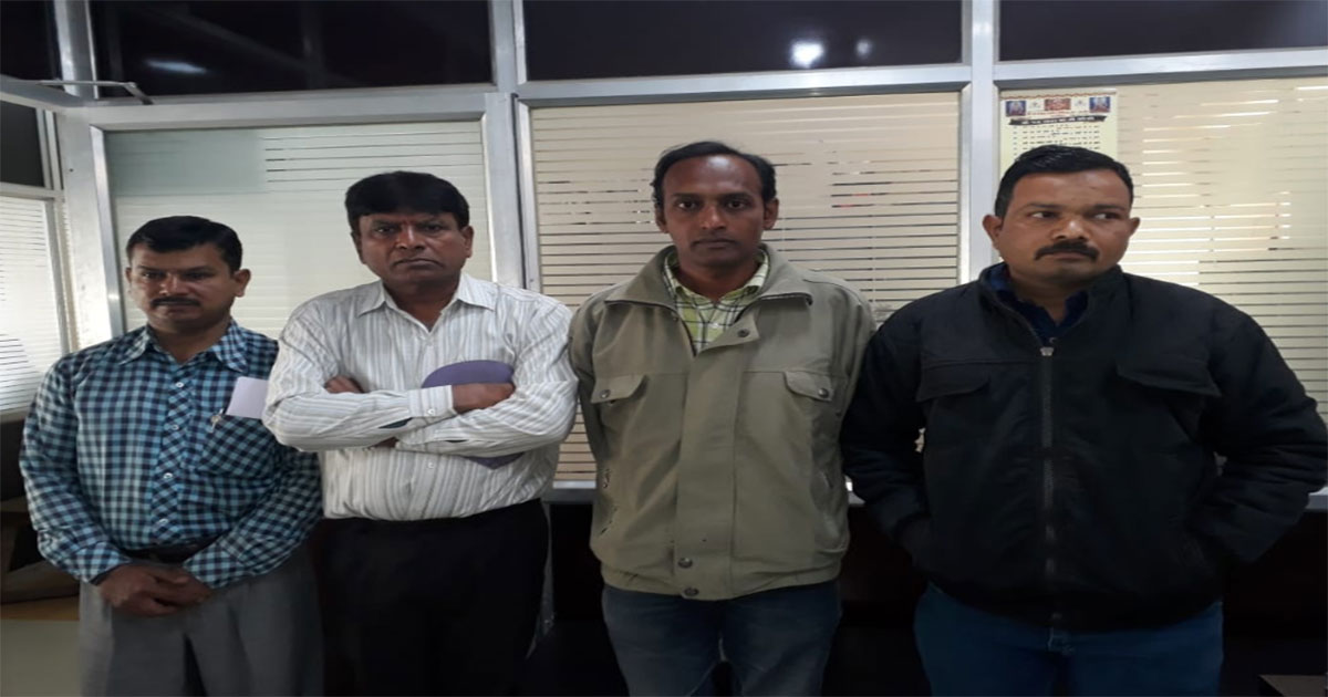 http://www.meranews.com/backend/main_imgs/arrest_four-arrest-with-abortion-pills-in-rajkot_0.jpg?86