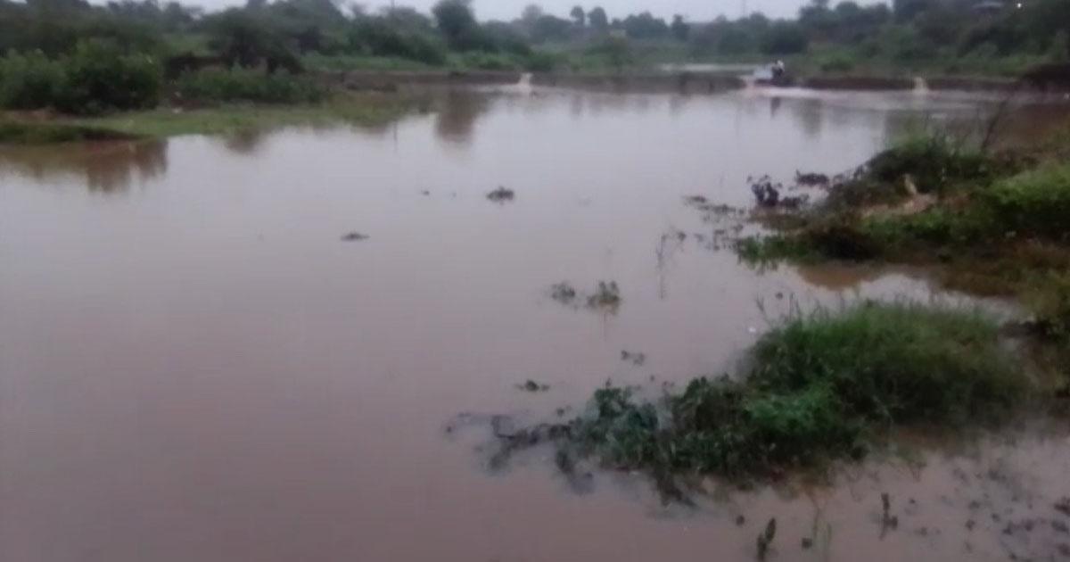 http://www.meranews.com/backend/main_imgs/bhiloda_bhiloda-rain-in-gujarat-roads-of-gujarat-road-and-rain-i_1.jpg?10