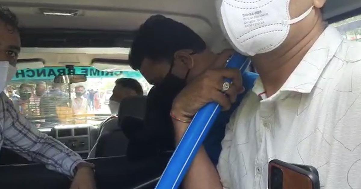 http://www.meranews.com/backend/main_imgs/bhupatbharvad_rajkot-gangster-bhupat-bharvad-gujarat-police-rajkot-police_1.jpg?100?42