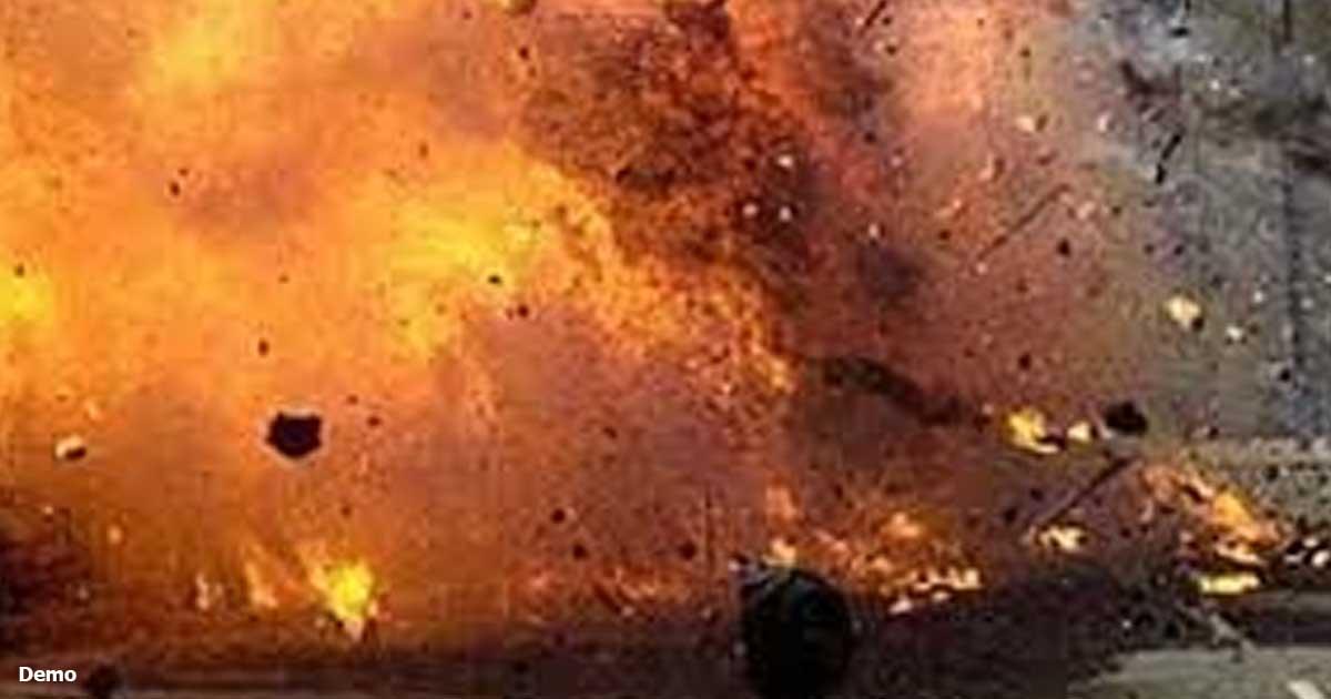 http://www.meranews.com/backend/main_imgs/blast_explosion-at-lucknow-wazirganj-court_0.jpg?79?66