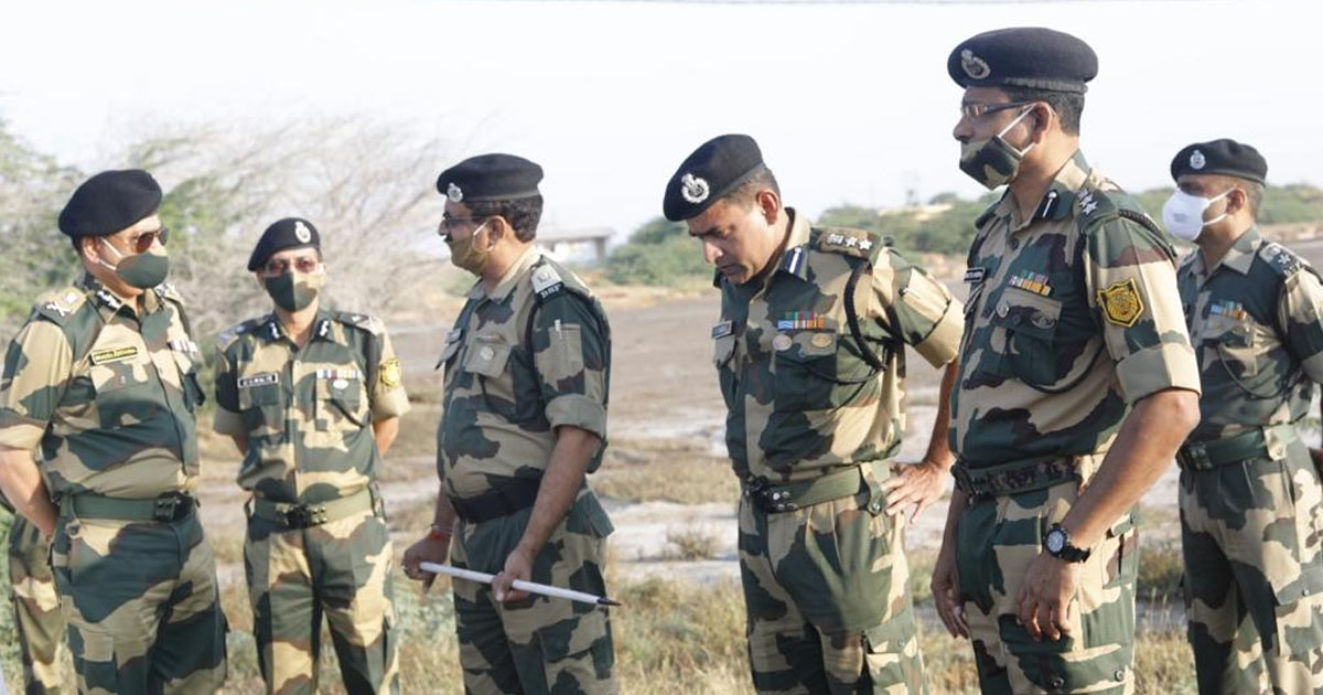 http://www.meranews.com/backend/main_imgs/bsf1_kutch-this-special-operation-is-taking-place-on-the-indo-pak-border_1.jpg?53