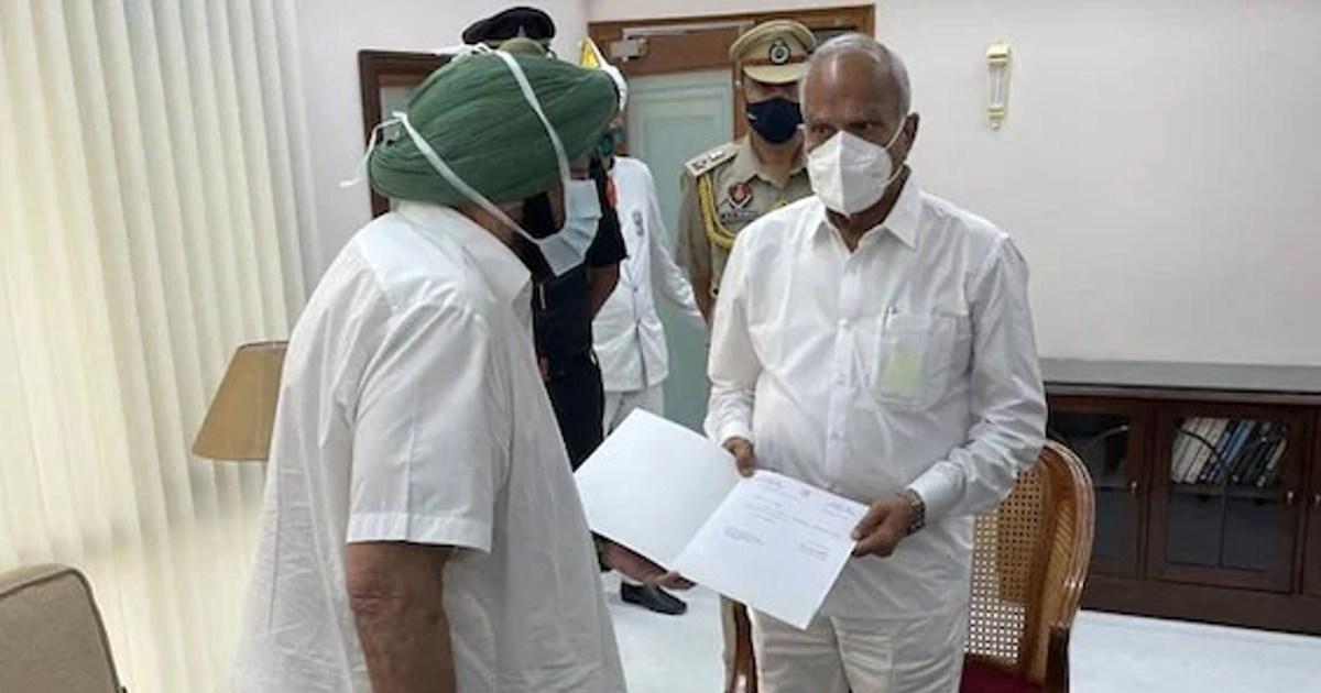 http://www.meranews.com/backend/main_imgs/camrindercm_captain-amarinder-singh-resigns-punjab-chief-minister_0.jpg?100?88
