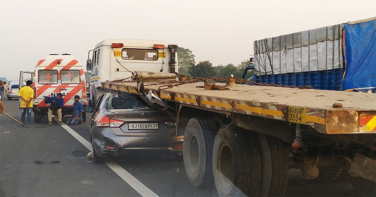http://www.meranews.com/backend/main_imgs/car-accident_two-died-in-collision-between-car-and-container-on-ahmedabda_0.jpg?15