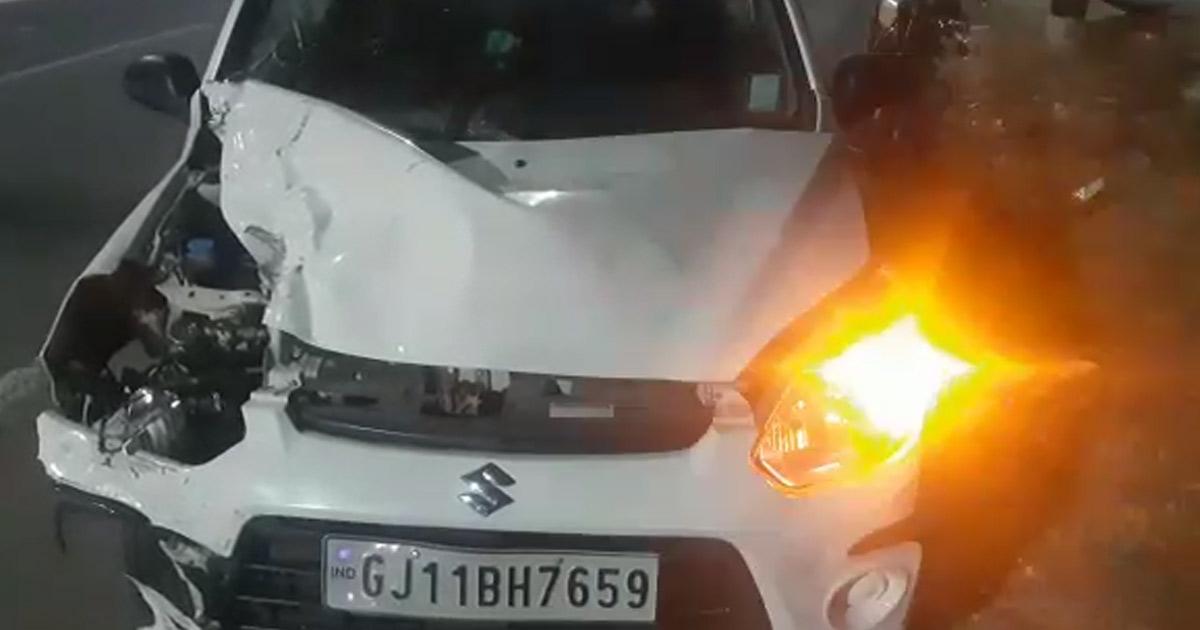 http://www.meranews.com/backend/main_imgs/car1_car-activa-accident-near-madhapar-overbridge-rajkot_1.jpg?100