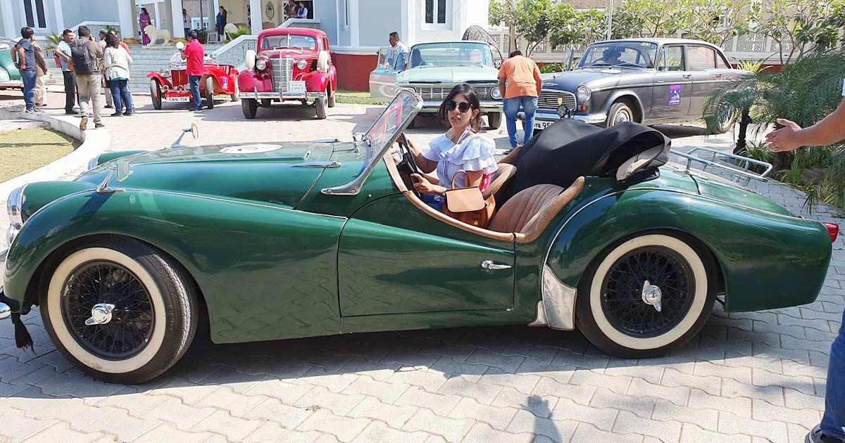 http://www.meranews.com/backend/main_imgs/car1_gujarat-news-45-year-old-vintage-car-rally-reached-himmatnagar_0.jpg?20?36