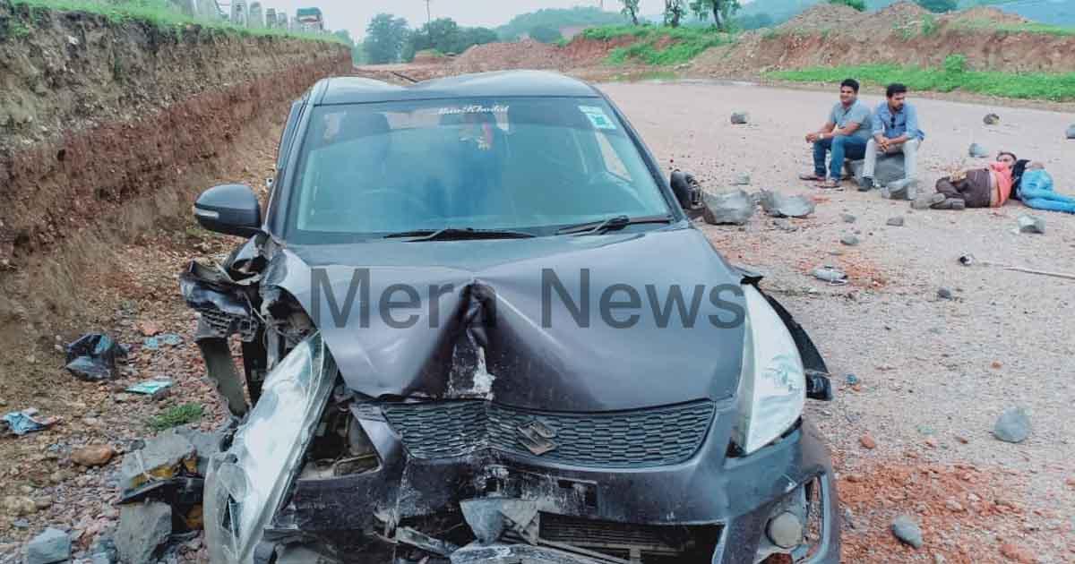 http://www.meranews.com/backend/main_imgs/caraccidentonhighwaygujarat2_shamlaji-chiloda-nh-no-8-is-too-bad-one-car-mate-an-acci_0.jpg?12
