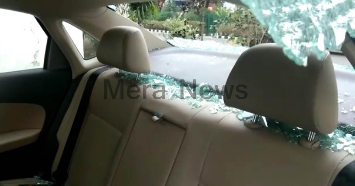 http://www.meranews.com/backend/main_imgs/carglassbroken_shamlaji-10-accuse-beaten-a-car-driver-and-broken-the-car_1.jpg?92